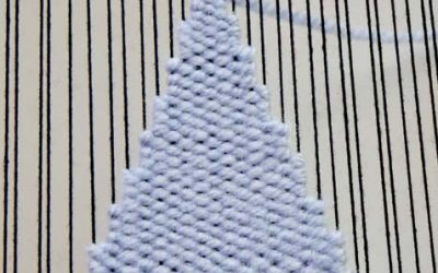 Weaving Triangles : Weaving Shapes on the Loom Guide